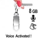 Spionagerecorder getarnt im Schlüsselanhänger. Der intergrierte Digital-Voice-Recorder zeichnet diskret Gespräche im Umfeld auf.